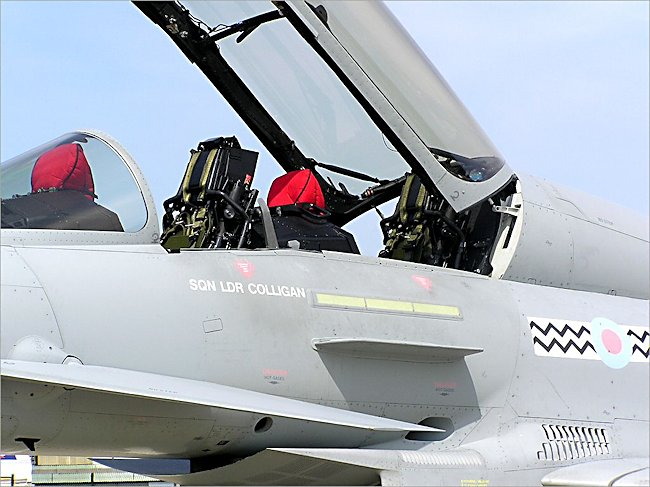 RAF Typhoon 2 eurofighter Fighter Bomber cockpit