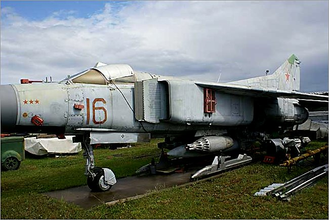 Mikoyan-Gurevich MiG-23M Flogger jet fighter weapons